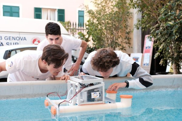 Hydrocarbot, a solution for the sea