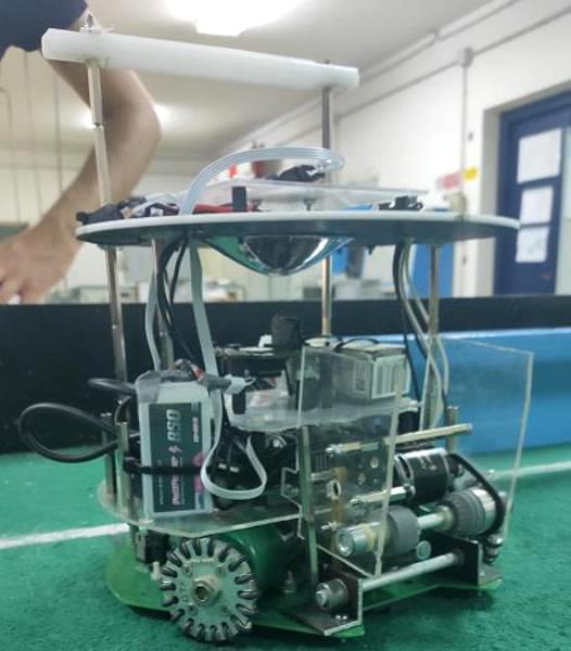 """Uno dei robot """"calciatori"""" della scuola di Grosseto (foto: Polo Tecnologico Manetti Porciatti)"""