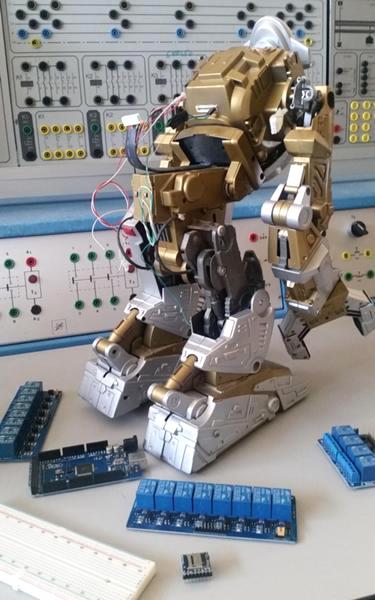 L'originale robot Frankenstein 3.0, da vecchio giocattolo ad automa avanzato