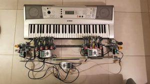 Musicurao, due mani robotiche in grado di suonare una tastiera