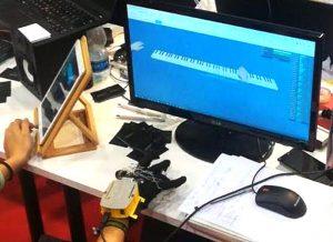 Soundglove, il guanto con sensori per suonare una tastiera virtuale