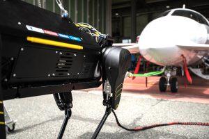 HyQ Real è in grado di trainare un aereo di 3 tonnellate (foto: IIT)