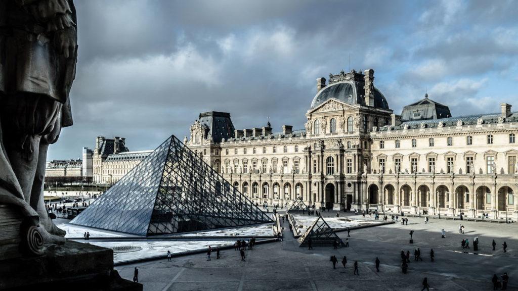 Immagine esterno Louvre di Parigi