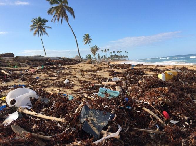 Covid-19 e sostenibilità: la pandemia della plastica